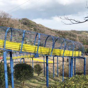 巨大滑り台のある公園